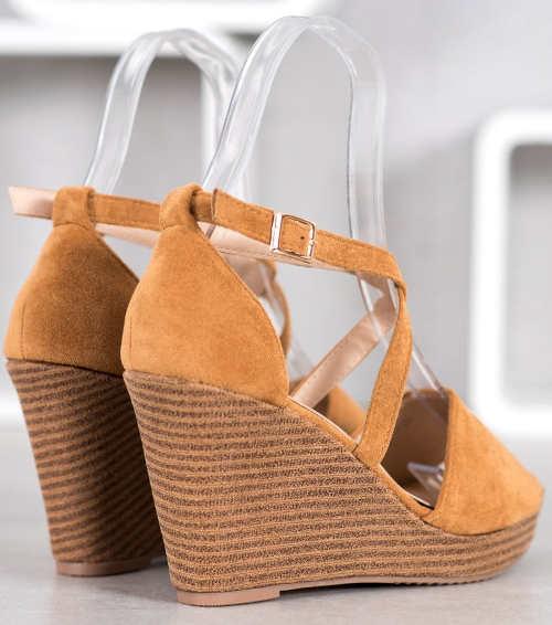 Elegantné semišové otvorené sandále na vysokom kline