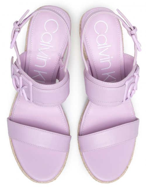 Fialové sandále Calvin Klein na vysokom kline