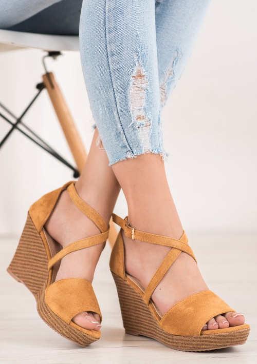 Semišové letné sandále na kline camelové farby