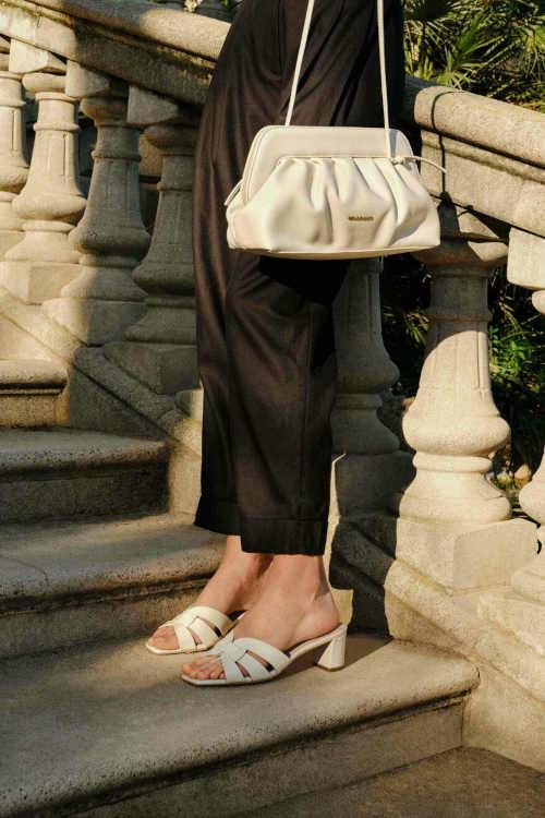 Moderné kožené dámske papuče