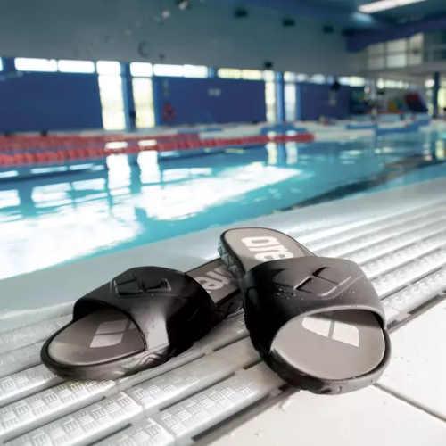 Pánske šľapky k bazénu