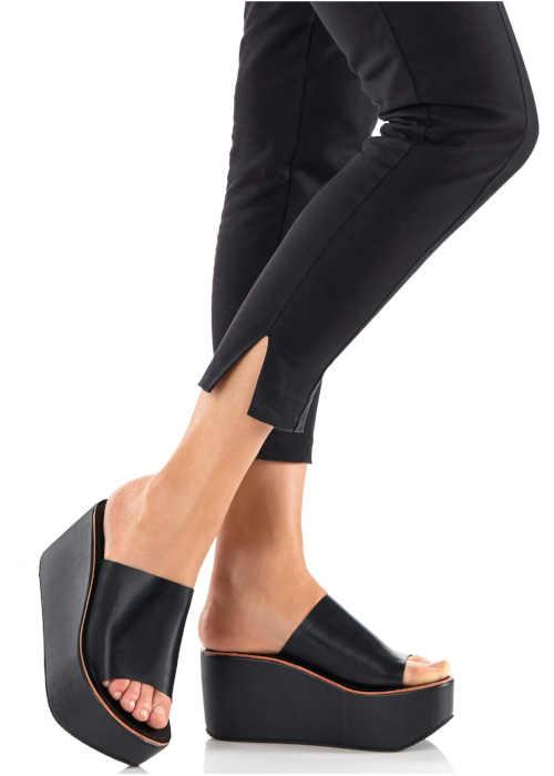 Čierne papuče na platforme