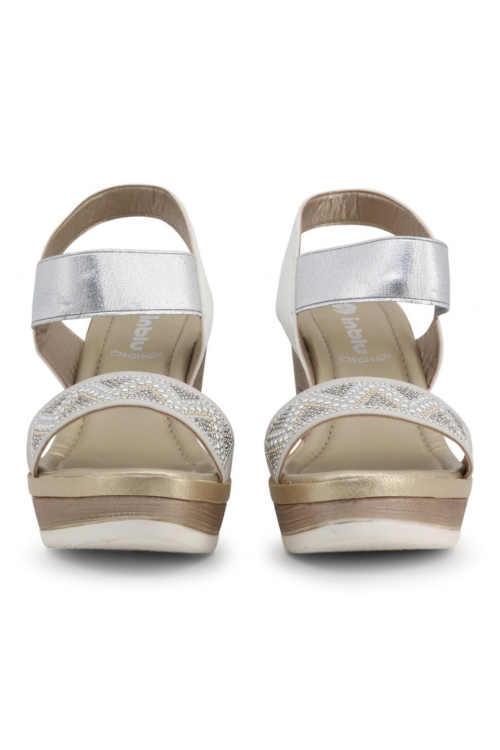 Biele sandále s vysokým klinom