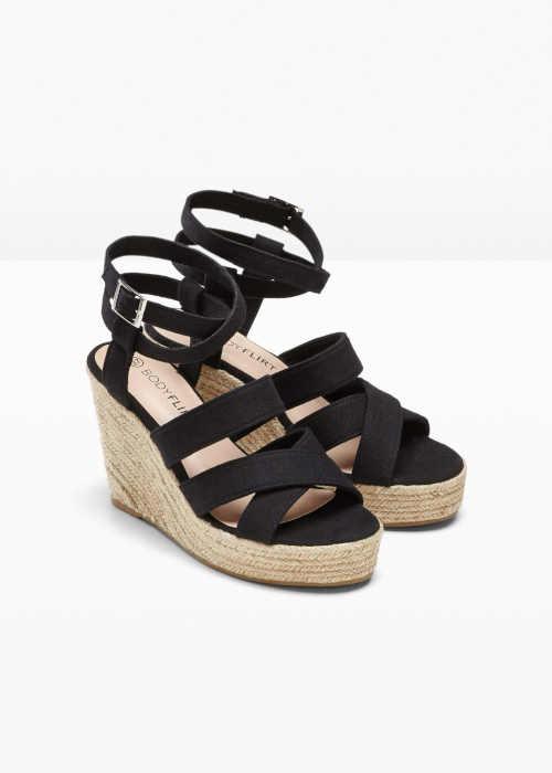 Čierne remienkové sandále na klinoch