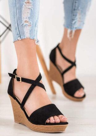 Čierne semišové letné sandále na vysokom klinu