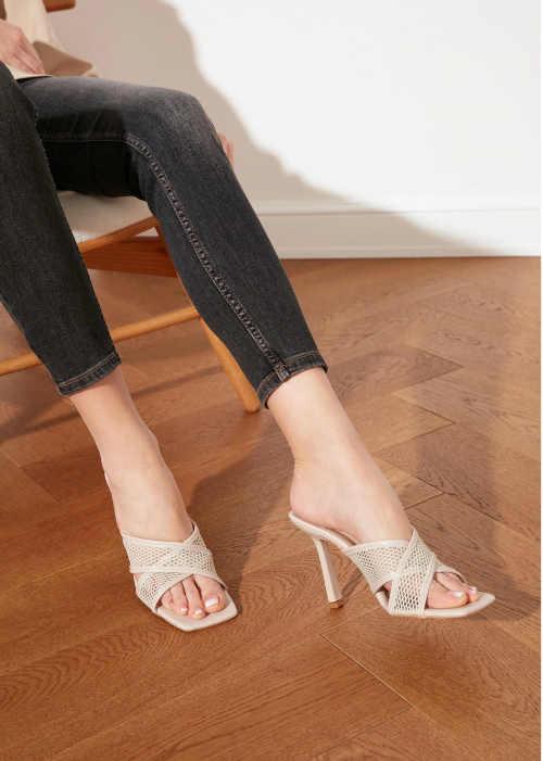 Dámske béžové elegantné papuče
