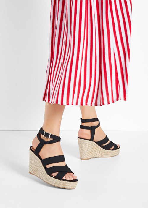 Dámske sandále na modernom klinu