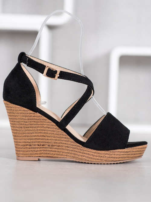 Elegantné otvorené sandále na vysokom klinu